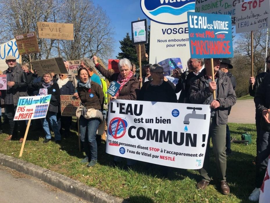 Manifestation contre Nestlé, pour la protection de l'eau, bien commun bien